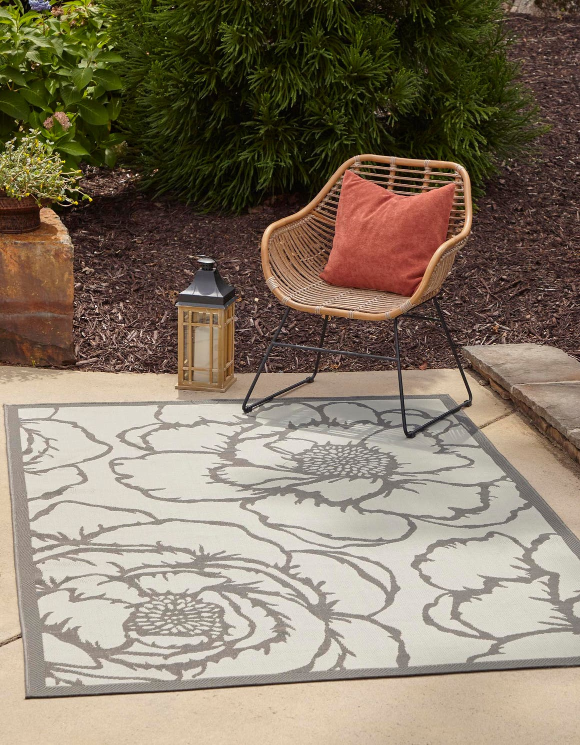 6' x 9' Outdoor Botanical Rug main image