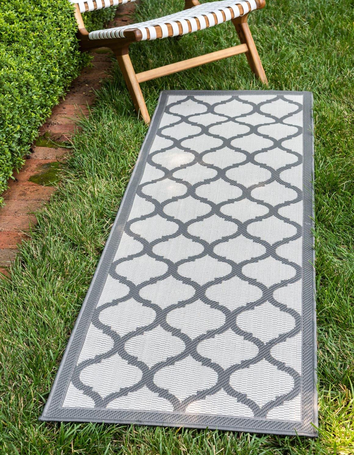2' 2 x 6' Outdoor Trellis Runner Rug main image