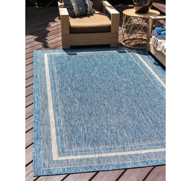 Image of 7' x 10' Outdoor Border Rug