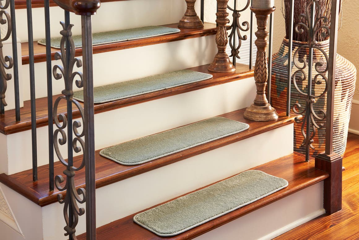 0' 9 x 2' 6 Solid Stair Stair Tread Rug main image