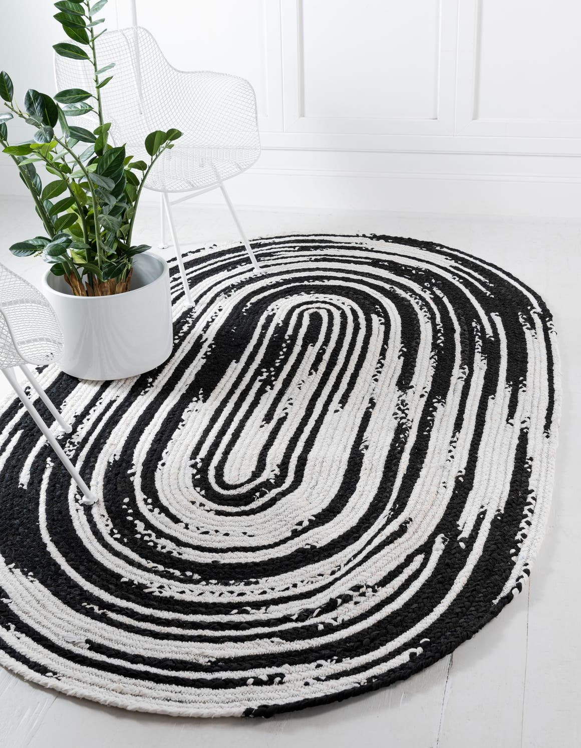 Black and White  3' 3 x 5' Braided Chindi Oval