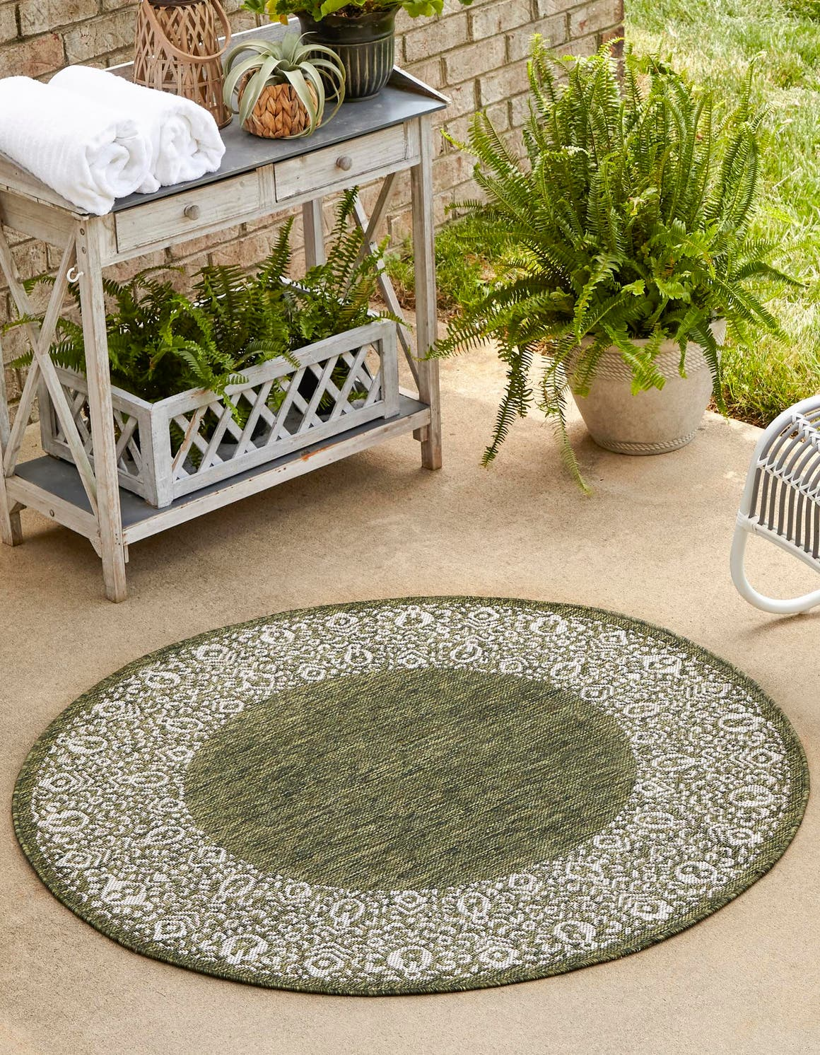 5' 3 x 5' 3 Outdoor Border Round Rug main image