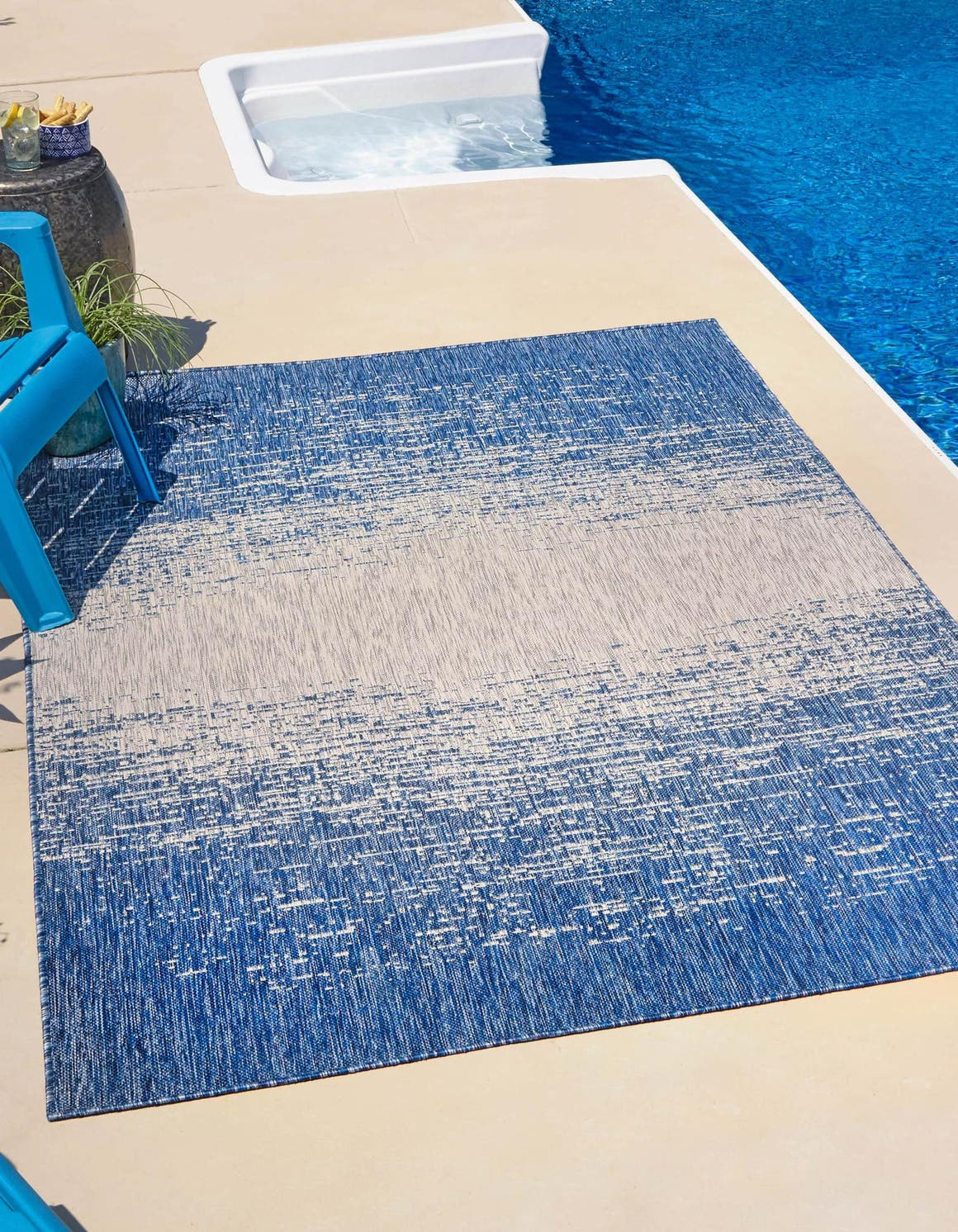 4' x 6' Outdoor Modern Rug main image