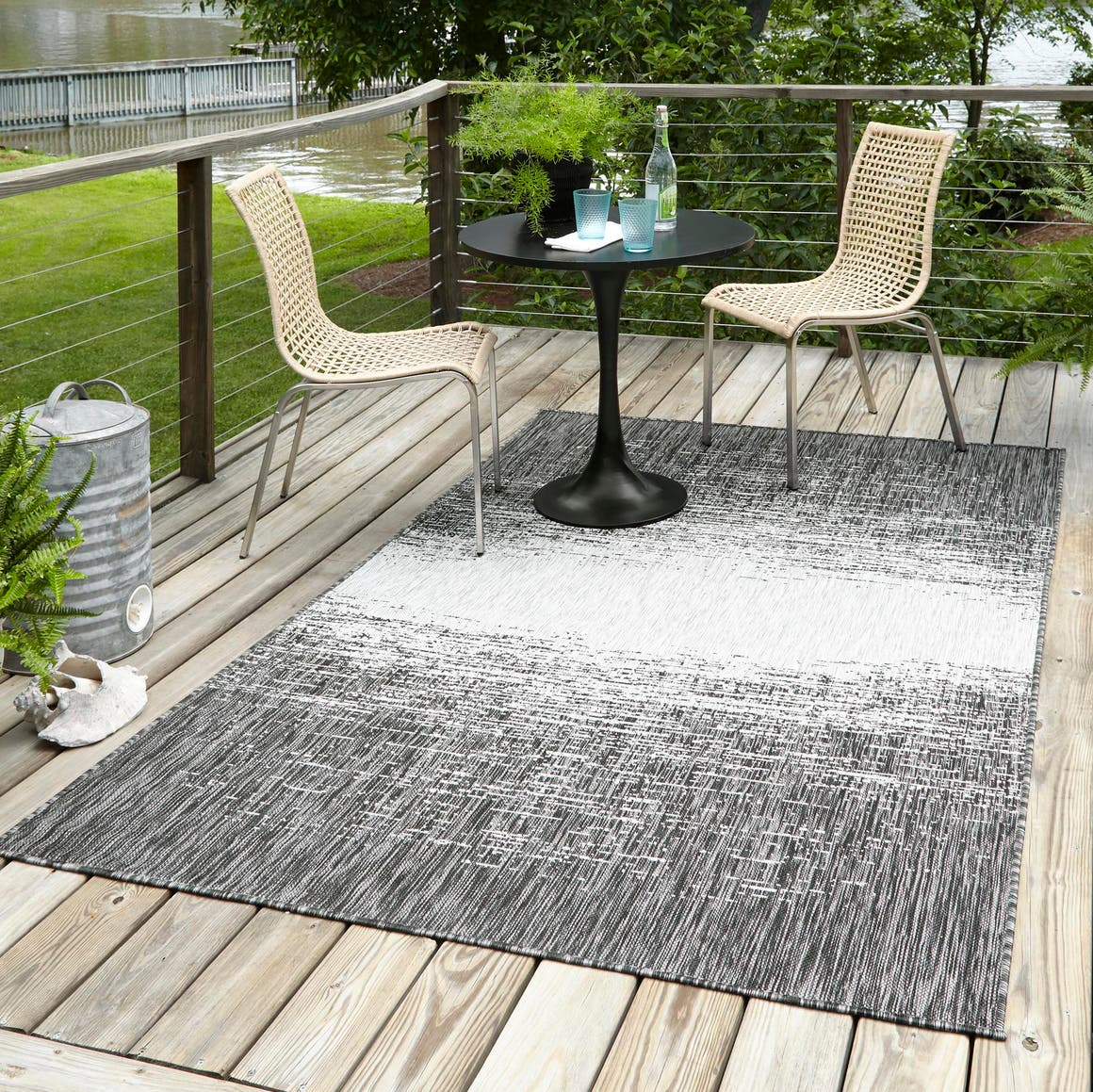 6' x 9' Outdoor Modern Rug main image