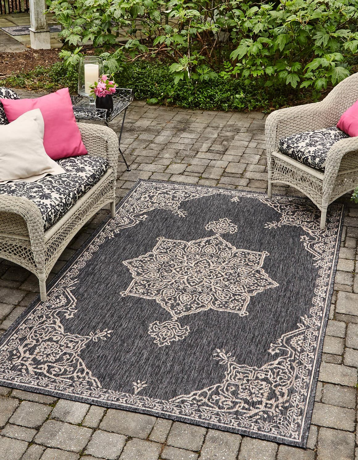 5' x 8' Outdoor Traditional Rug main image