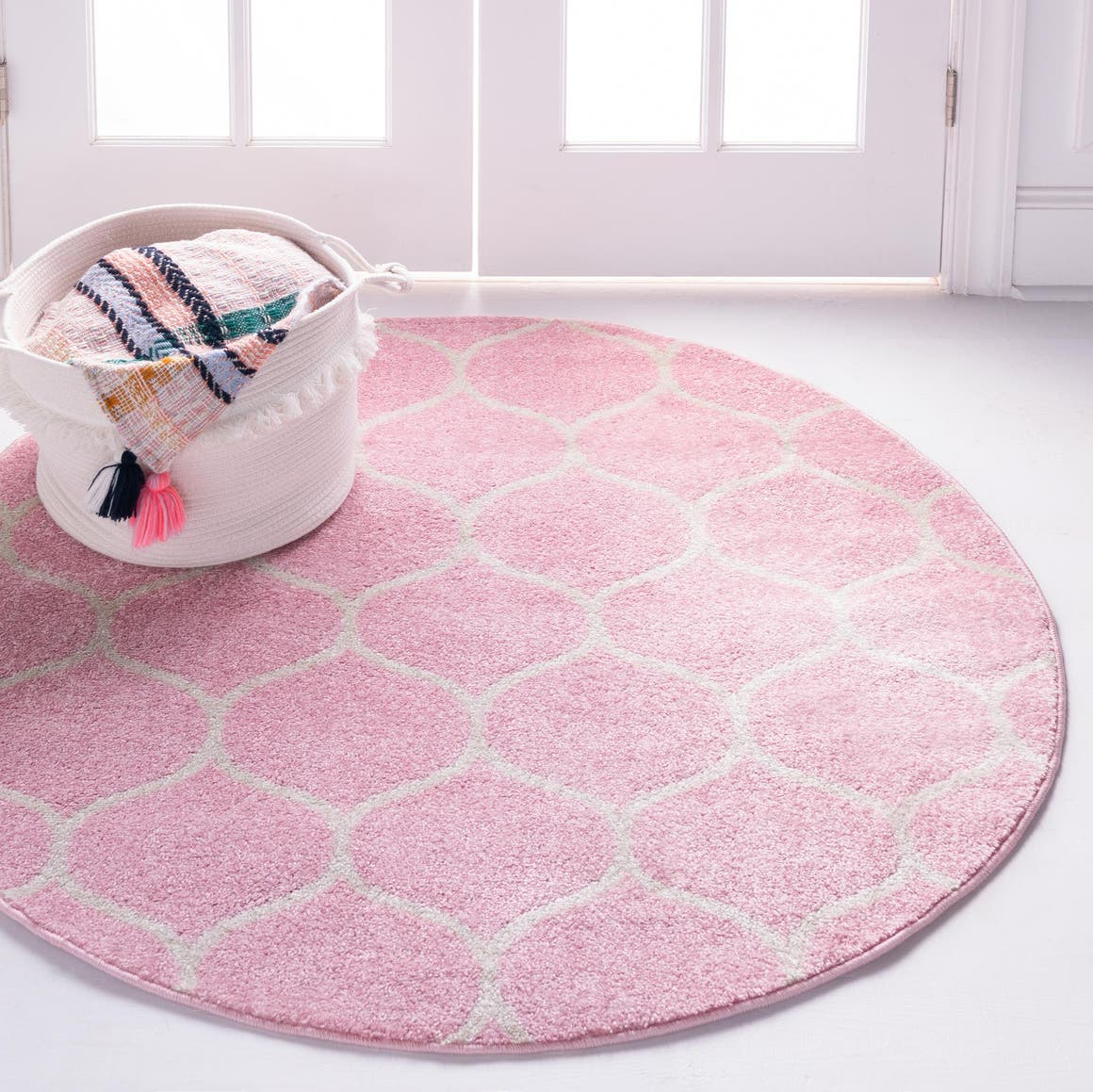7' x 7' Trellis Frieze Round Rug main image