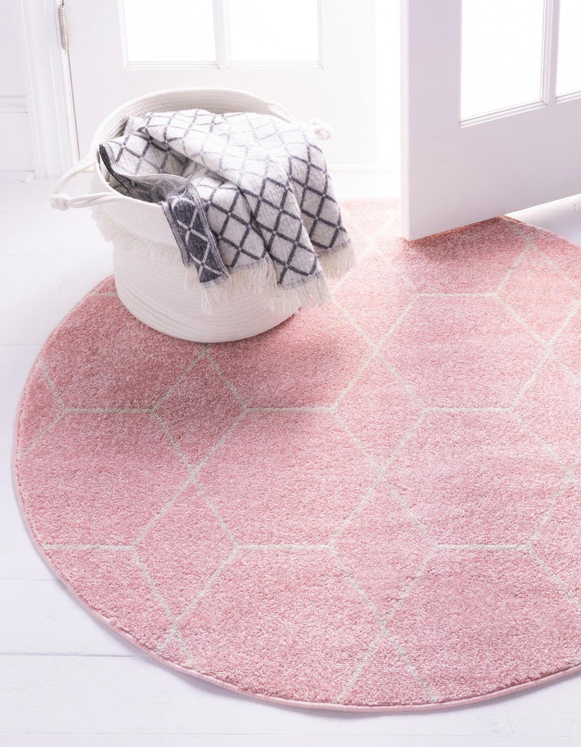 8' x 8' Trellis Frieze Round Rug main image