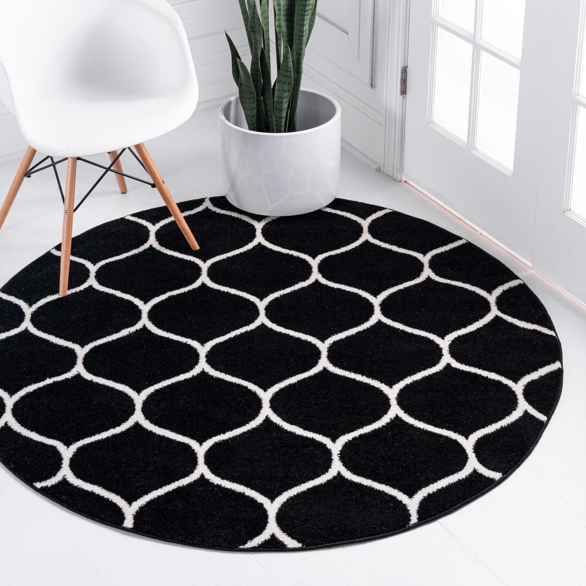 4' x 4' Trellis Frieze Round Rug main image
