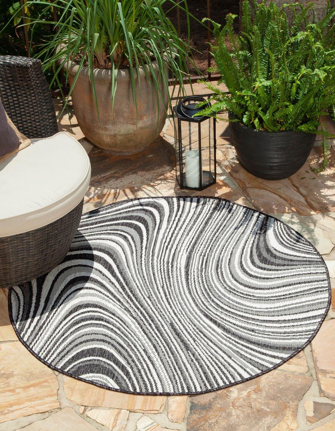 4' x 4' Outdoor Modern Round Rug main image