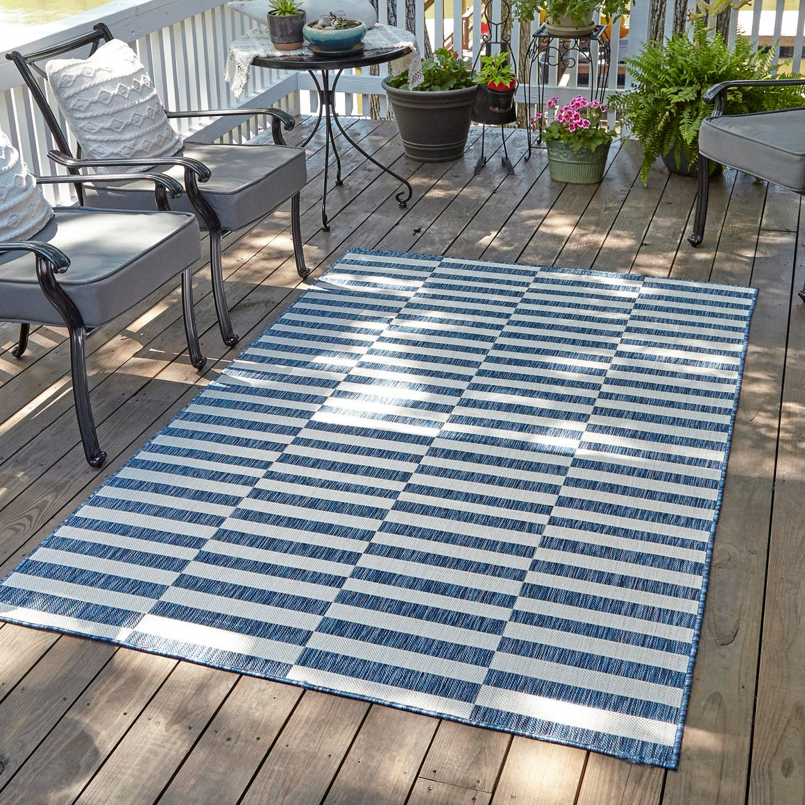 8' x 11' 4 Outdoor Ribbon Rug main image