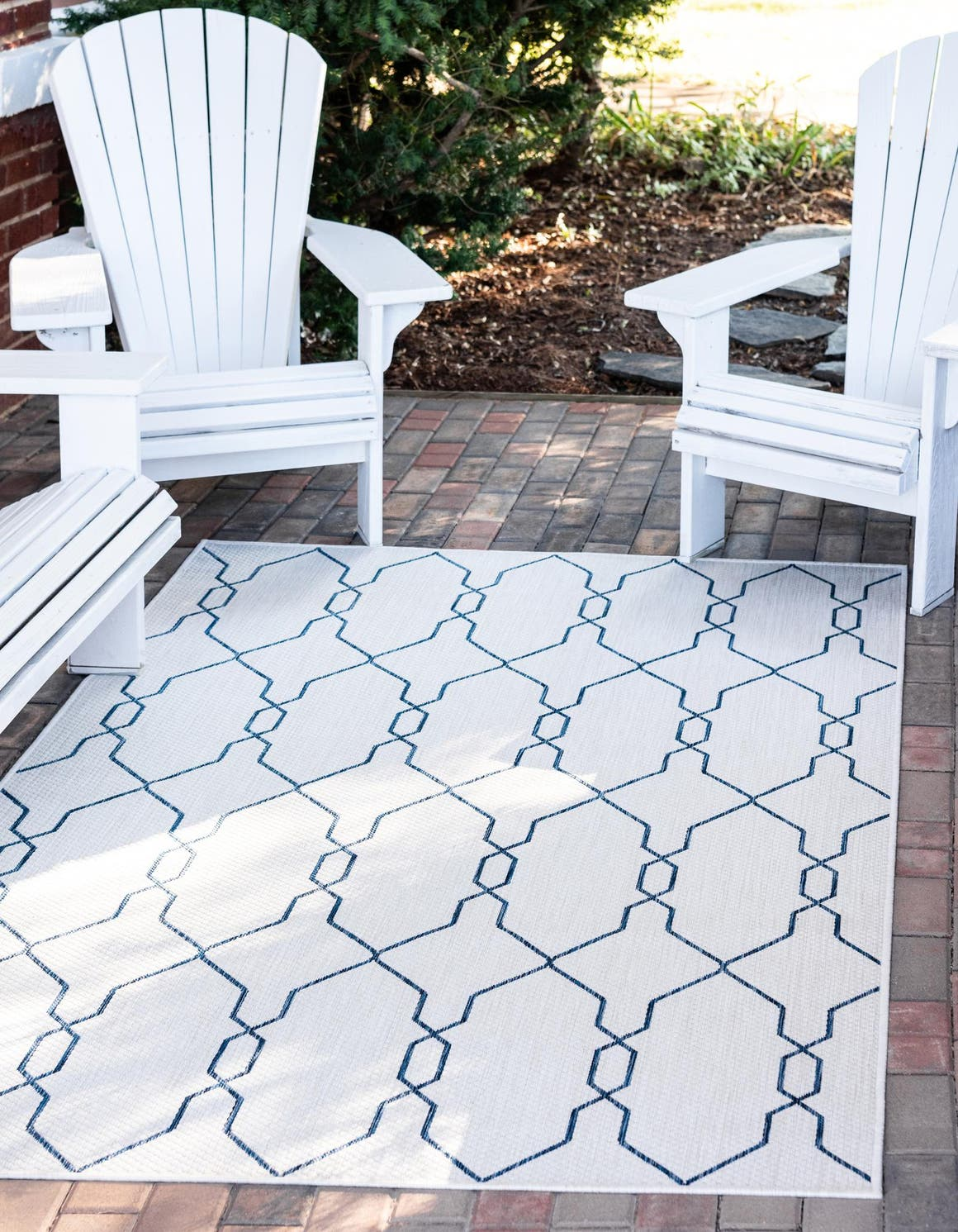 7' x 10' Outdoor Trellis Rug main image