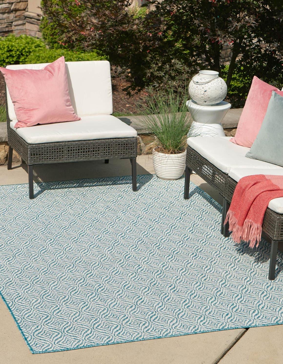 4' x 6' Outdoor Trellis Rug main image