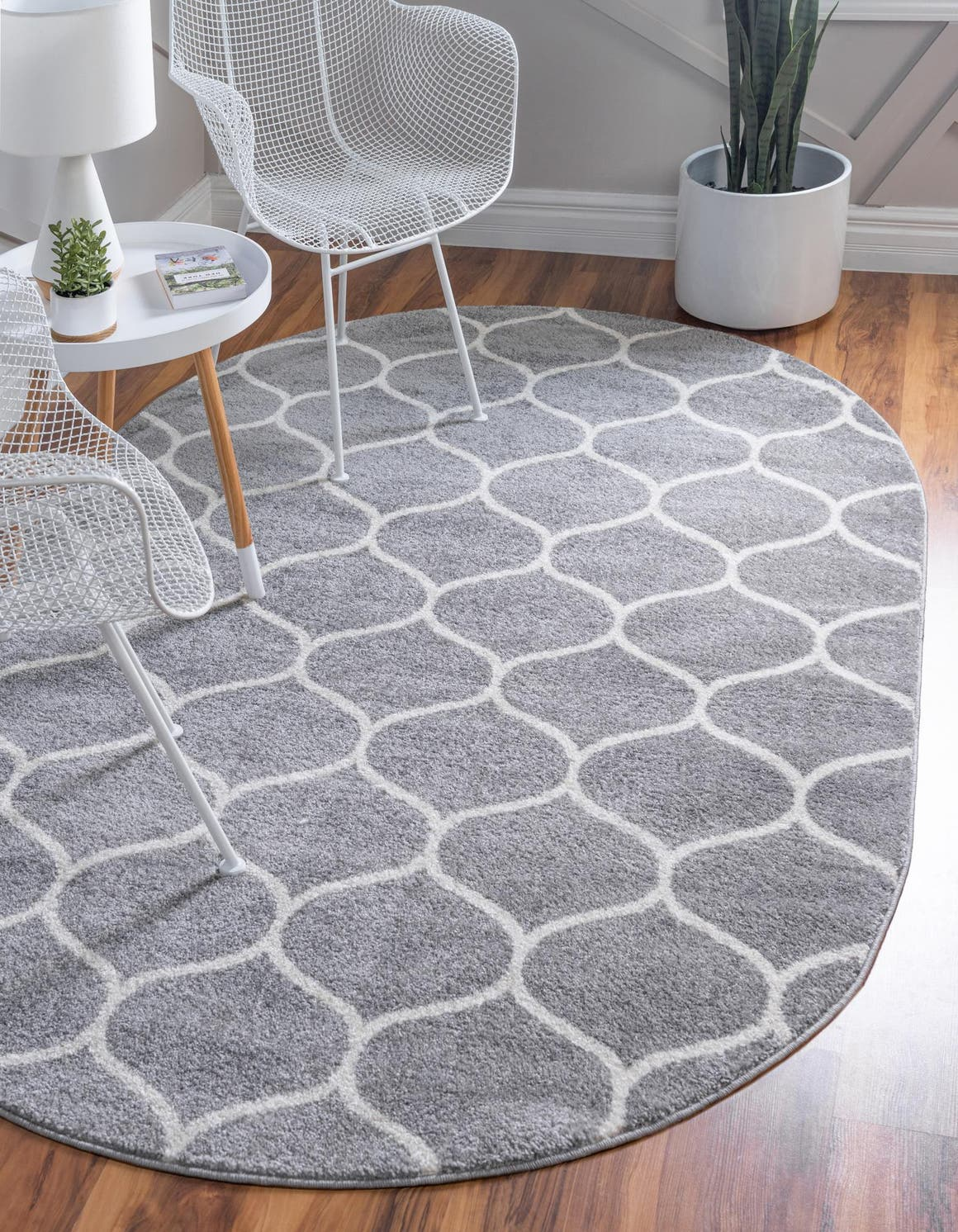 5' x 8' Trellis Frieze Oval Rug main image