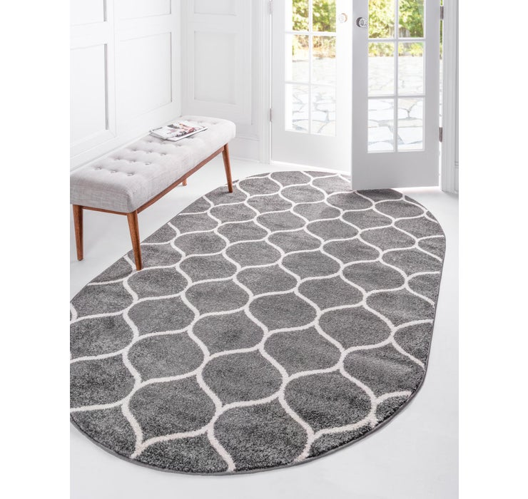 5' x 8' Trellis Frieze Oval Rug