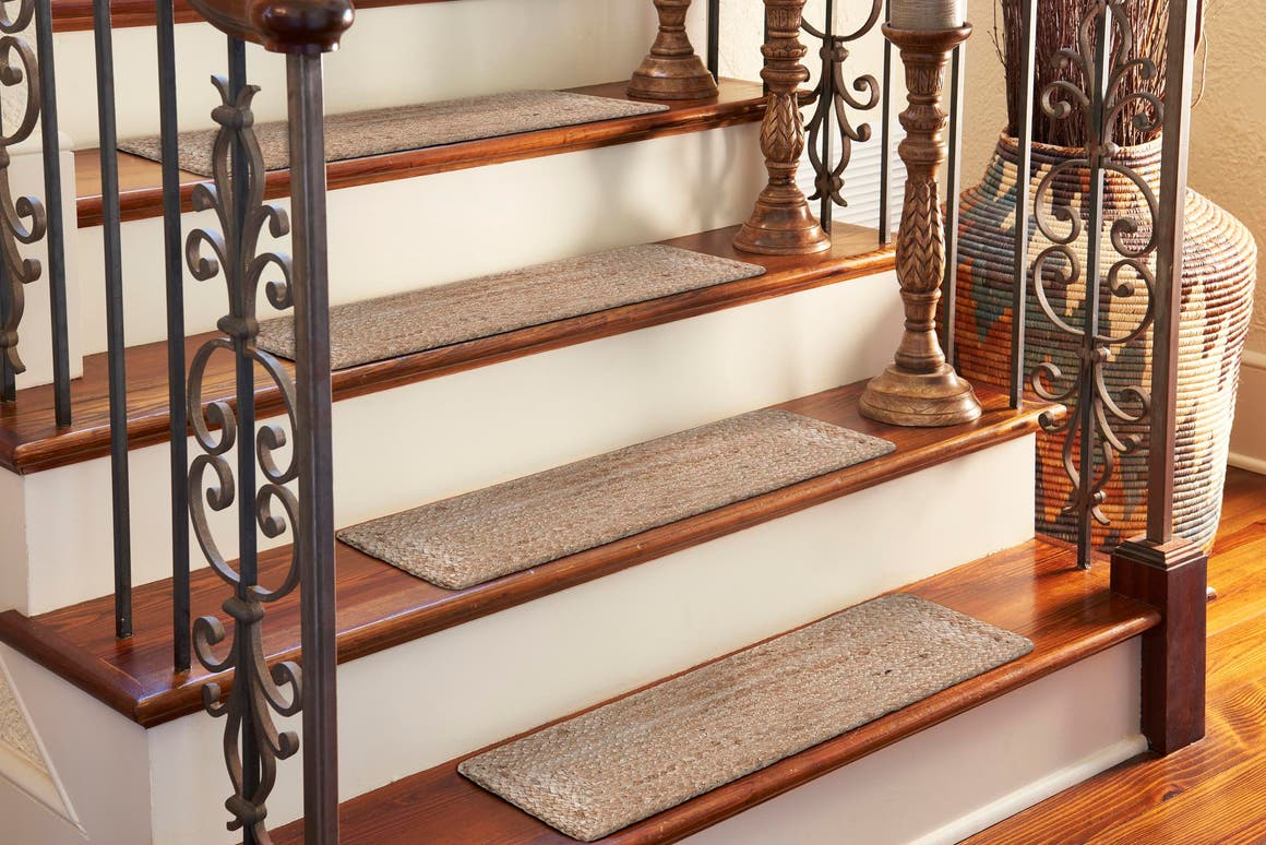 0' 9 x 2' 6 Braided Jute Stair Stair Tread Rug main image