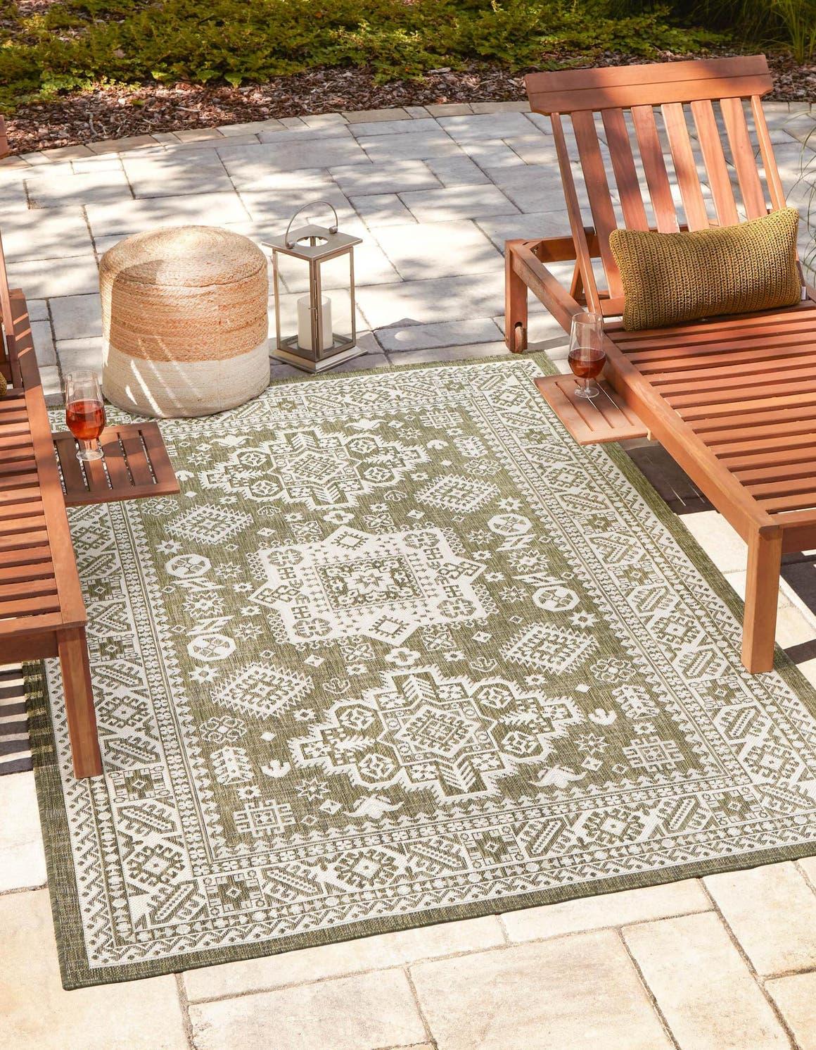 7' x 10' Outdoor Aztec Rug main image